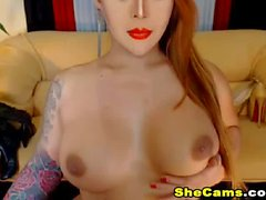 Super Sexy Teasing Shemale live on cam