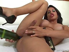 Penelope Jolie plays with bottles