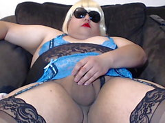 Linda's pussystick squirt's a nice big load on cam!