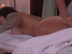 Latin goddess TS Foxxy seduced a handsome masseuse