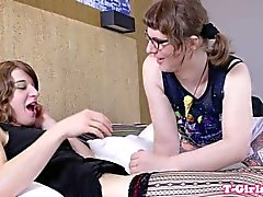 Nerdy trannies analfucking in twosome