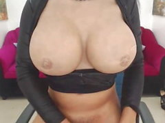 Pretty Tranny Get Naked and Masturbate